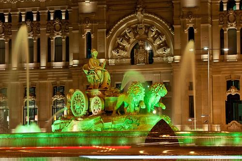 La Cibeles iluminada de verde para celebrar San Patricio