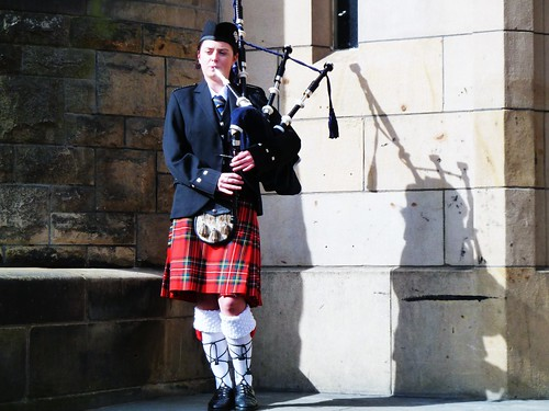 Female Piper, Glasgow