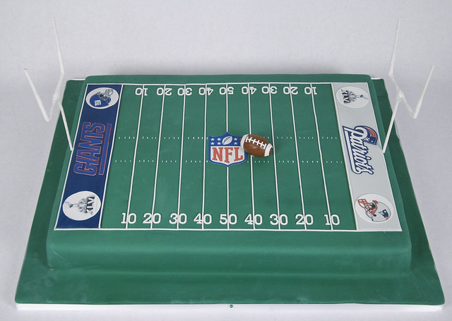 Football Cake Decorating Ideas How To Make : football field cake toronto A rectangular football field ...