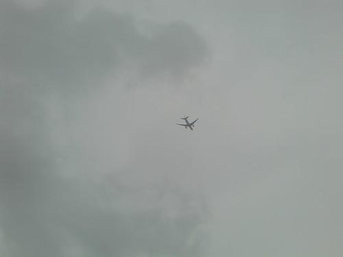 大野城の上空を飛ぶ飛行機