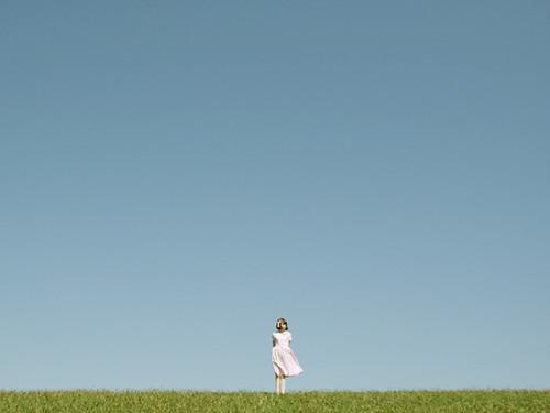 [フリー画像素材] 人物, 女性, 人物 - 草原 ID:201202170800