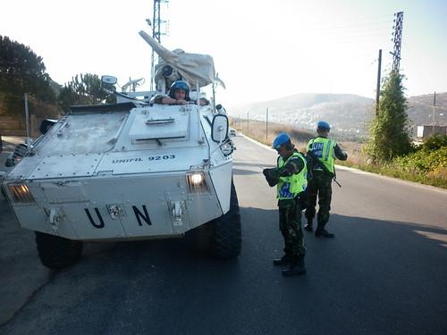 Satgas POM TNI Gelar Road Safety Campaign di Lebanon