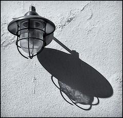 SOMBRA Y FAROL (SHADOW & LAMP)