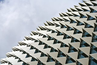 Esplanade Theatres जवळ सिंगापुर की छवि. city windows urban abstract architecture modern buildings singapore cityscape minimal lookup minimalism sg megapolis