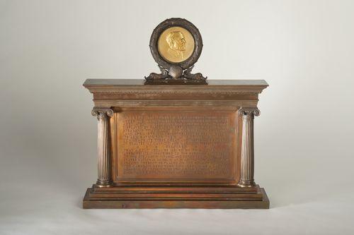 Titanic 9oz gold Carnegie Hero Medal