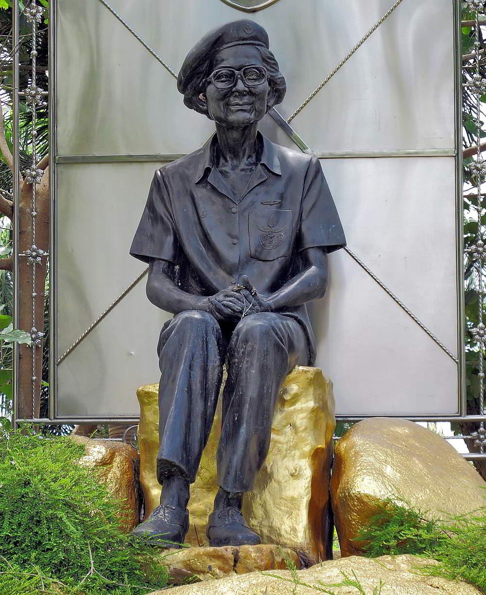 Princess Srinagarindra statue