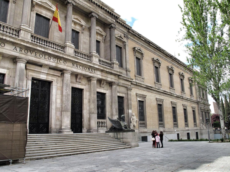museo arqueologico nacional_man_fachda renacentista_escalinata