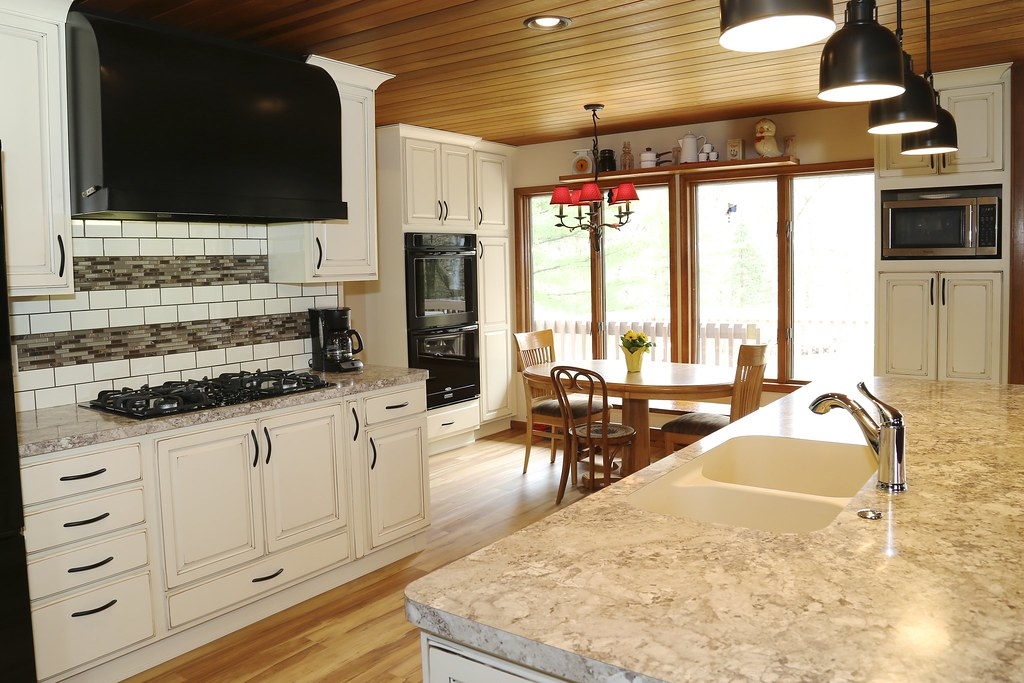 Larson Kitchen 02