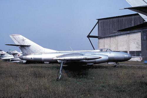 unmarked Yak-25