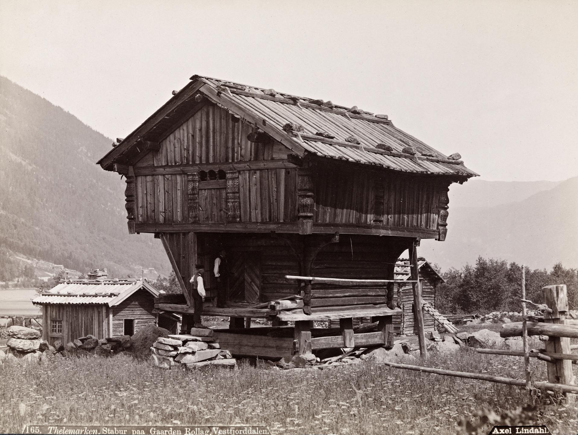 165. Thelemarken. Stabur paa Gaarden Rollag, Vestfjorddalen