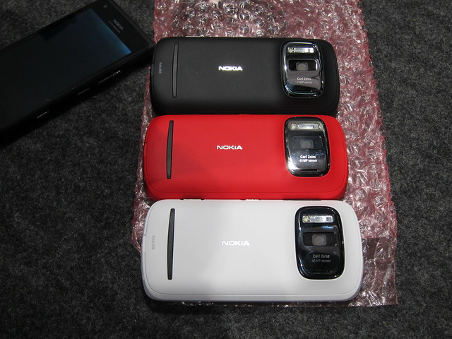 Nokia 808 PureView - Suppose To Be 3 Colors Available