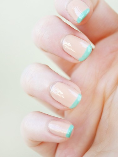 Zoeey-Deschanel-nail-art-twitter-spring-manicure