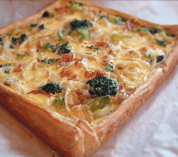 Broccoli, ui en spek quiche met croissantdeeg
