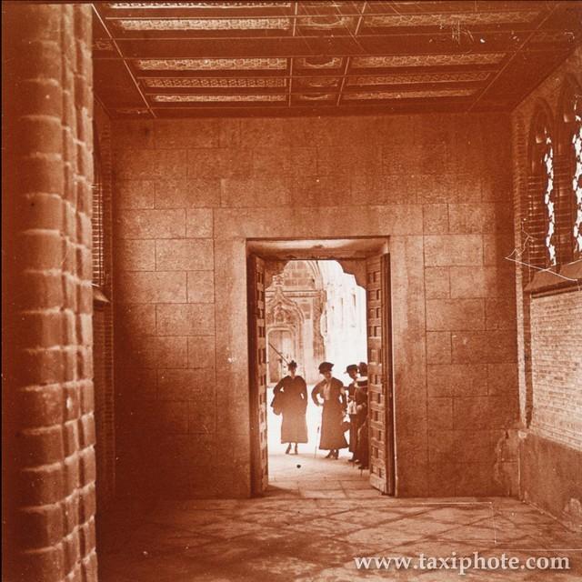 Acceso claustro del Monasterio de San Juan de los Reyes en los años 20. Fotografía de José Villar Martelo