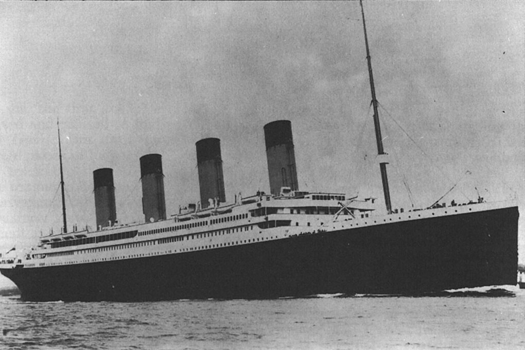 Titanic White star logo (2).jpg