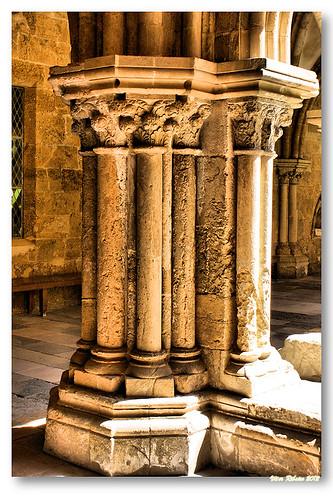 Capitéis do claustro da Sé Velha by VRfoto