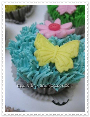 cupcake buttercream by DiFa Cakes