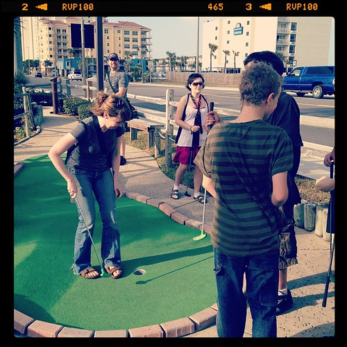 Mini golf with the Halldorsens
