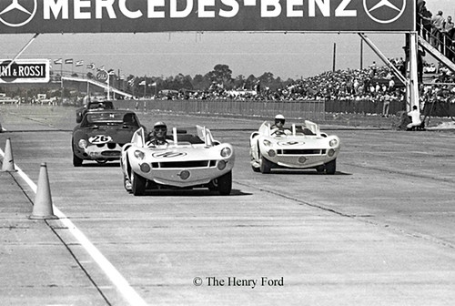 Chaparral vs Ferrari at Sebring 1963