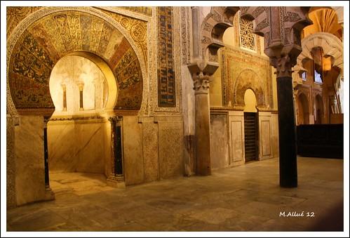 Mezquita by Miguel Allué Aguilar