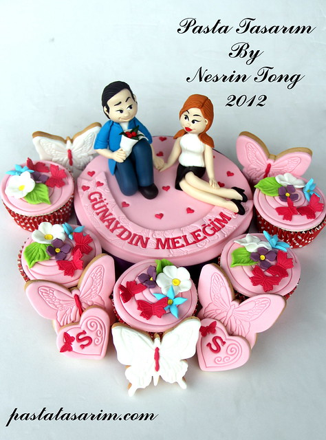 SPECIAL VALENTINE COOKIE AND CUPCAKE