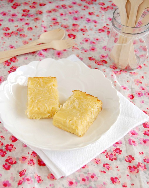 Coconut custard bars / Barrinhas de coco