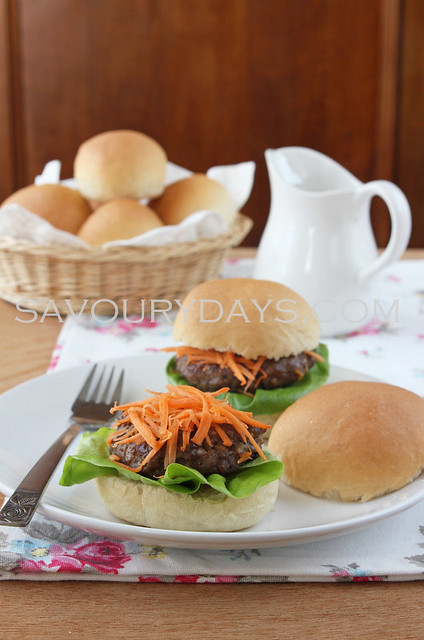 Hamburger (Vietnamese style)