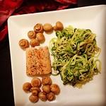zucchinispaghetti, wildlachs & champignons