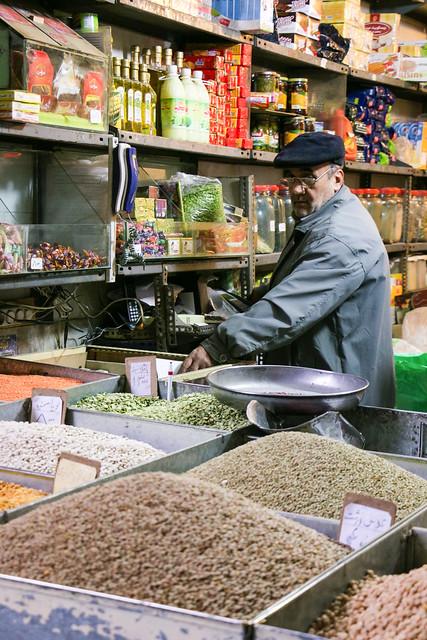 Spice shop in bazaar, Isfahan イスファハン、バザールのスパイス屋