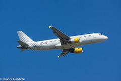 VUELING _ EC-LAB _ AIRBUS A320-214 [CDG]