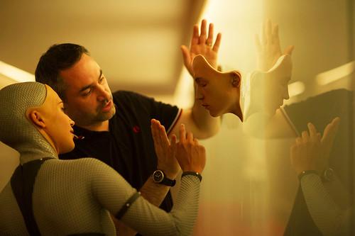 映画『エクス・マキナ』アレックス・ガーランド監督 © Universal Pictures