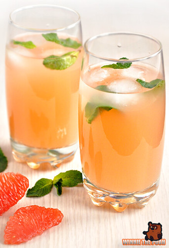 A refreshing drink made ​​from grapefruit and mint