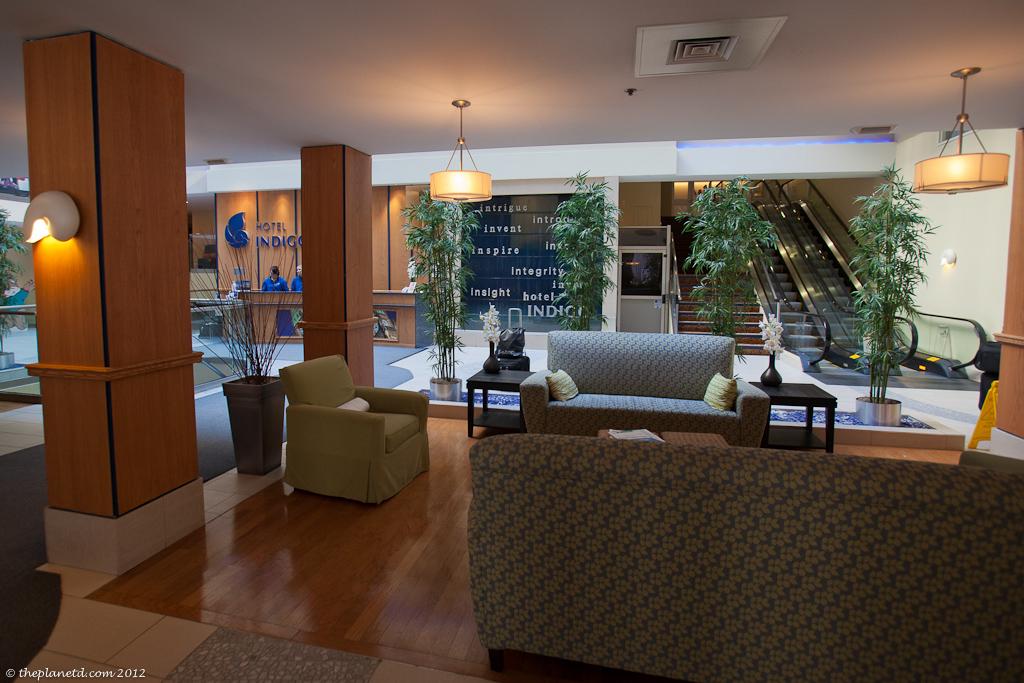 hotel-indigo-ottawa-lobby
