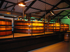 Scotch whisky distillery (by: User:Nicor, creative commons license)