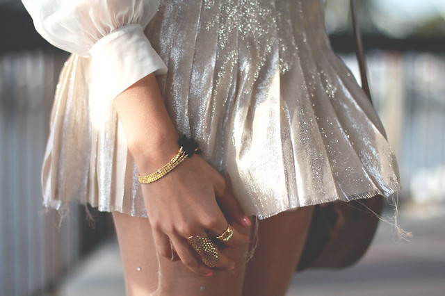 Gold jewelry, gold pleated skirt