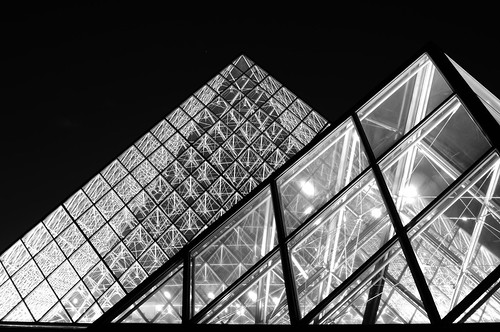 pyramide louvre nb, Paris