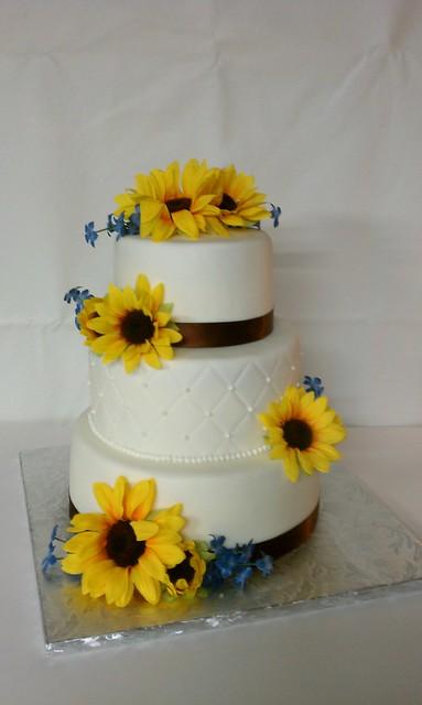 sunflower country wedding cake flickr photo sharing. Black Bedroom Furniture Sets. Home Design Ideas