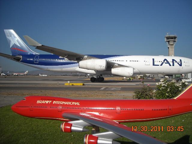 El más grande de mis aviones 6848406047_fa4c9ae9fd_z