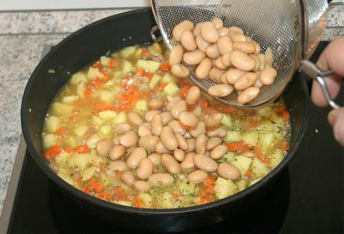 27 - Bohnen rein / Add beans