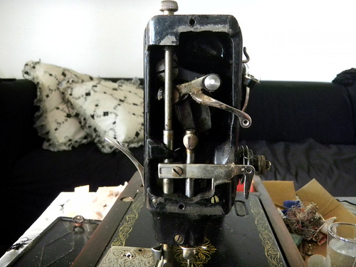 Cleaning an old Singer sewing machine WeSewRetro Inspiration Cleaning A Singer Sewing Machine
