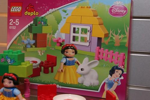 duplo snow white cottage instructions