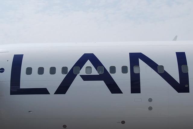 Avión de LAN Airlines en Lima