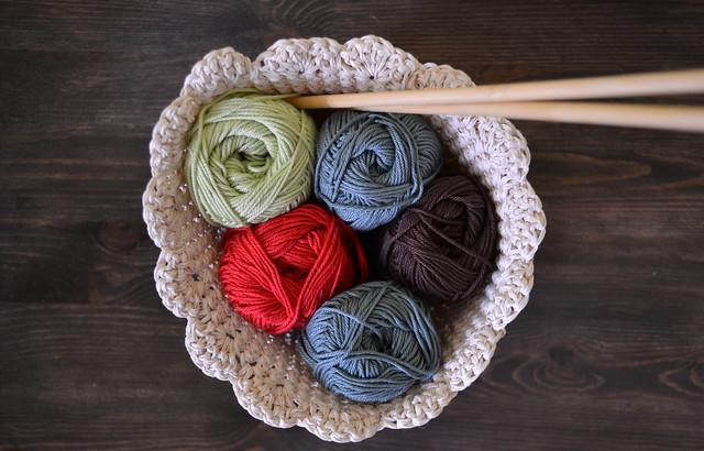 corbeille de laine au crochet
