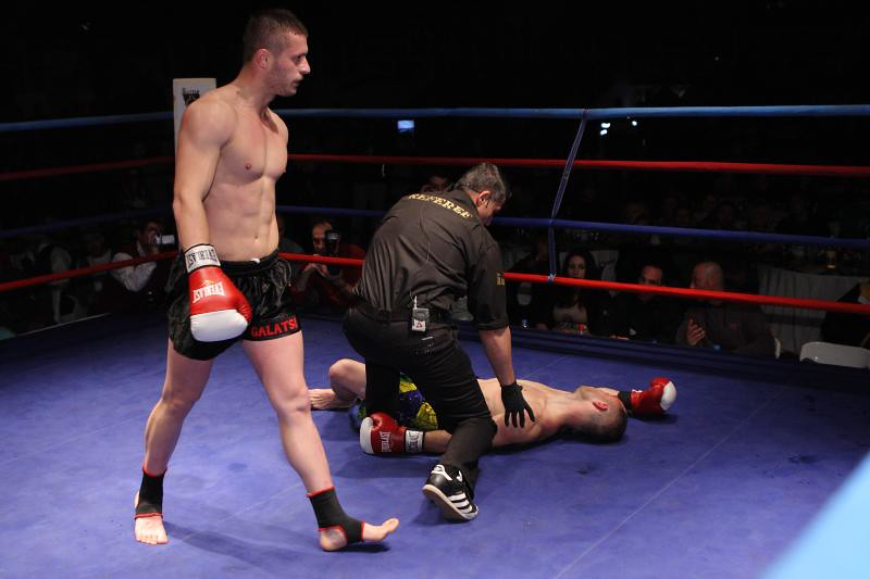 Nikos Gikas Knock Out