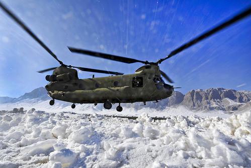 [フリー画像素材] 戦争, 軍用機, ヘリコプター, CH-47 チヌーク, アメリカ軍, 雪 ID:201202200000