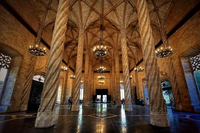 Saló Columnari de la Llotja de la Seda de València III