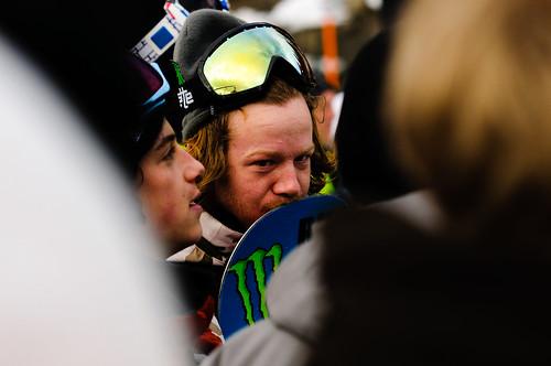 Norske Aleksander Østreng i målområdet under  Slopestylefinalen i Wyllerløypa under Snowboard VM 2012