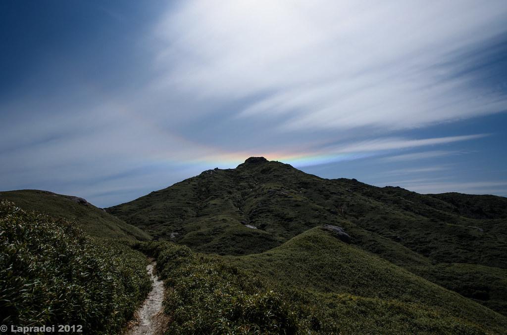 宮之浦岳と彩雲