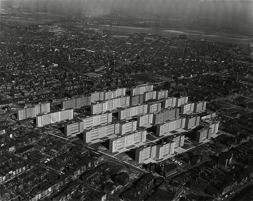 Pruitt-Igoe shortly after completion (by: Missouri History Museum, press image for The Pruitt-Igoe Myth)
