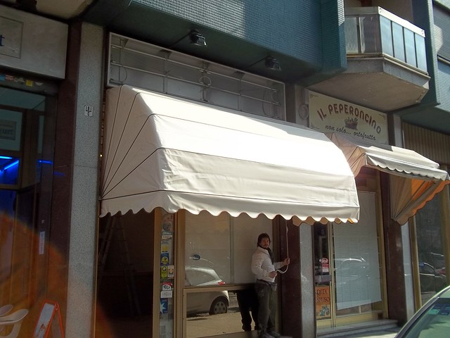 Capottine per negozi con tessuto pvc Torino www.mftendedasoletorino.it